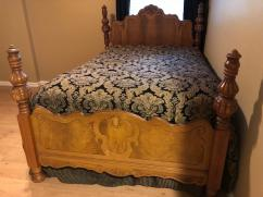 Antique Bed In Solid Wooden Lovely Design