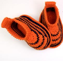 Handmade crochet woolen baby shoes