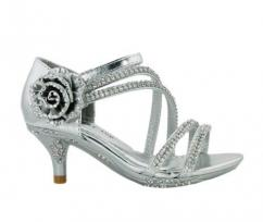 We dial in all type of imported little girls heel sandal in bulk quantity