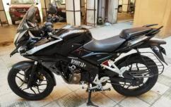 Bajaj pulsar 150 cc model 2015