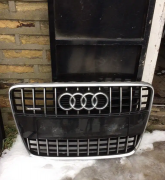 Audi Q7 chrome and Rsq7 grill