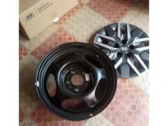 Brand New steel wheels with Hyundai Covers
