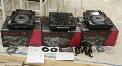 2x Pioneer CDJ-2000 Nexus plus 1 DJM-900 Nexus mix