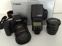 Canon EOS 5D Mark III DSLR Camera with 24-105mm f/4L Lens Deluxe Kit