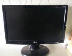 Monitor With 18.5 Inches Screen