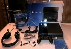 Brand new Sony PlayStation 4  500GB  2 controls  2 games  PS Camera