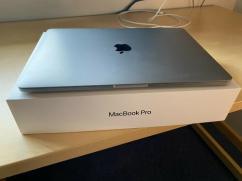 Apple MacBook Pro 154 Touch Bar 256 GB Intel Core i7