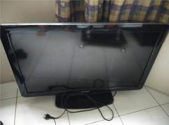 Phillips LED TV With 32 Inch Display