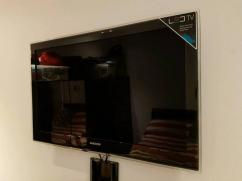 Samsung LED TV with 42 Inch Display