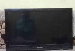 Samsung LCD 32 inches with Remote