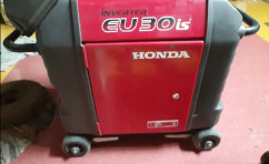 Honda Generator Eu30is self startin Good condition