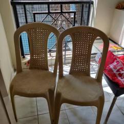 Nilkamal table, 2 chairs & 2 Metal Chairs