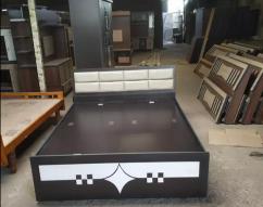 Luxurious kingsize Boxbed with headboard size 6x6b