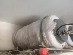 25 Ltrs Venus Water Geyser. Purchased 3.5 yrs back