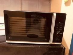 Microwave oven with convention