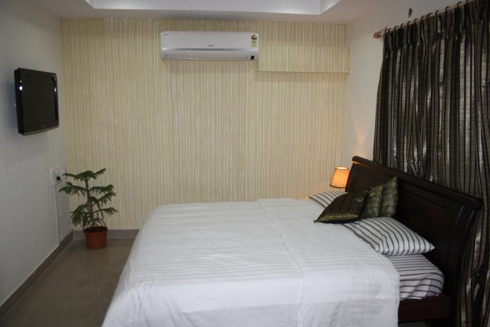 Lush Studio Apartments close to Shilparamam