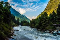 BEST TOUR PACKAGES OF himalayas FOR FRIENDS/FAMILY