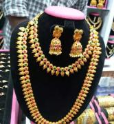 Long chain with necklace and set of earrings