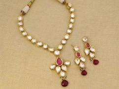 Kundan Earrings In Simple And Shower Design