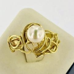 Very Very Beautiful Ring With Pearl