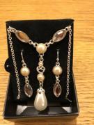Fancy Pearl Neckpiece With Earrings Available