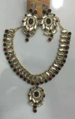 Fancy Necklace With Earrings