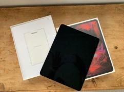 Apple iPad pro 129 inch 256GB 4th Generation