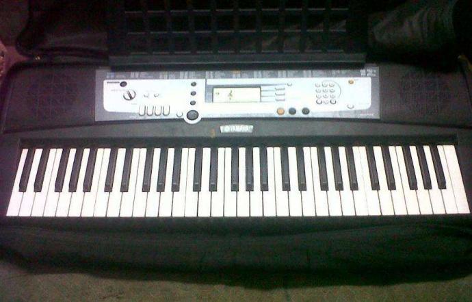 Yamaha E213 Electronic Keyboard