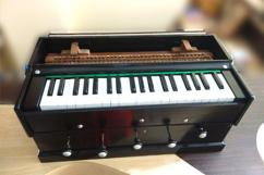 Harmonium In Less Used Condition Available
