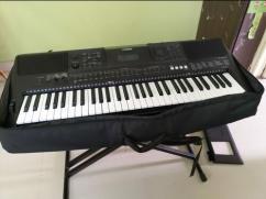 Yamaha E453 Keyboard with bag and stand