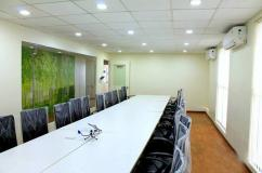 Golden Square offers workstations