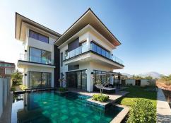 4 BHK Prestige Golfshire semi furnished villa available rent