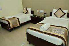 PG in Noida For   Girls and Boys Low Price Pg   Available.