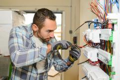 Get best  Electrician service Book Electrician service in gooezy
