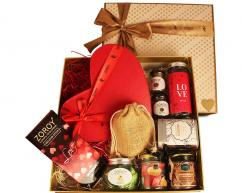Buy Online Love-Filled Valentines Day Chocolate Gift for Boyfriend